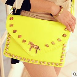 Free shipping 2013 new fashion handbags shoulder rivets Mobile Messenger bag clutch carousel H1338(China (Mainland))