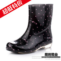 Fashion knee-high winter crystal rain boots female rainboots short design flat heel translucent plus cotton thermal water shoes