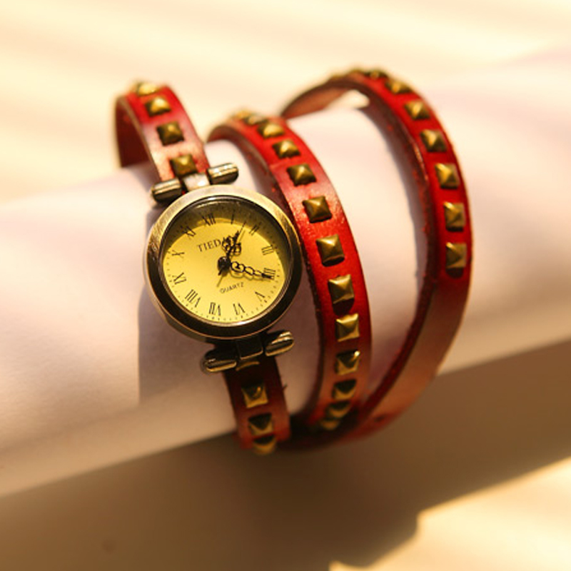 2013 spring punk rivet vintage fashion personality strap watch bracelet s8281(China (Mainland))