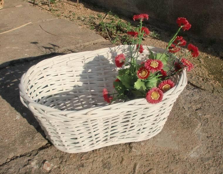 free shipping! Fashion white willow flower basket peanut shape garden pot storage basket bread basket photography props(China (Mainland))