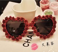 FreeShipping Handmade Exaggerate Fashion Innovative Items Women Designer Heart Shaped Frames With Metal Flower Sunglasses