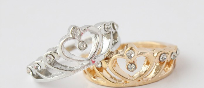 Hollow out stereo hearts crown shaped ring ring(China (Mainland))