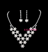 The bride accessories rhinestone pearl flower bridal necklace chain sets wedding dress