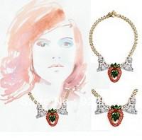 New Luxury Fashion Jewelry High Quality Rhinestone Czech Crystal Strawberry Pendant Necklace Statement Bib Necklace