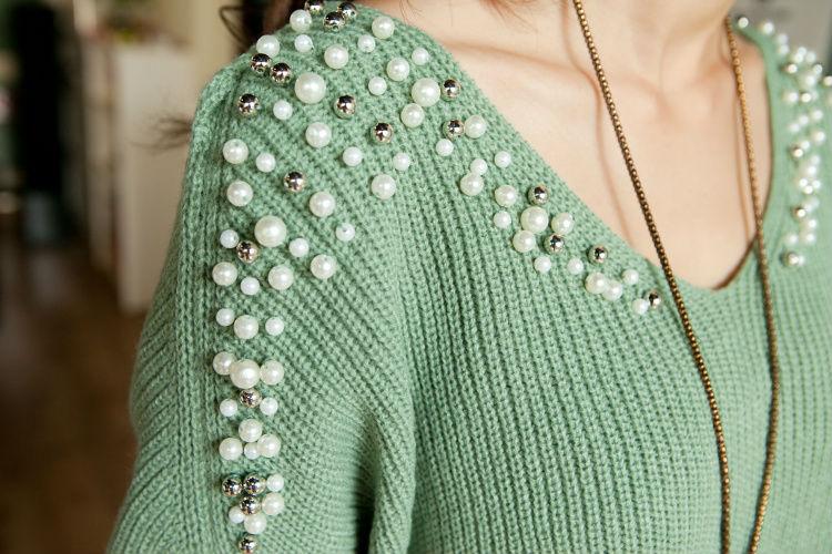 Как украсить вязание бисером