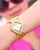 Fashion/luxury gold diamond waterproof quartz watch women present