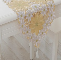 free shipping table runners with embroidery flowers design/new arrival of wedding table decoration crochet table flag