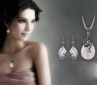 Free Shipping Vintage Hollow Flower Cat Eye Water Drop Pendant Necklace Earrings Fashion Rhinestone Jewelry Set For Women