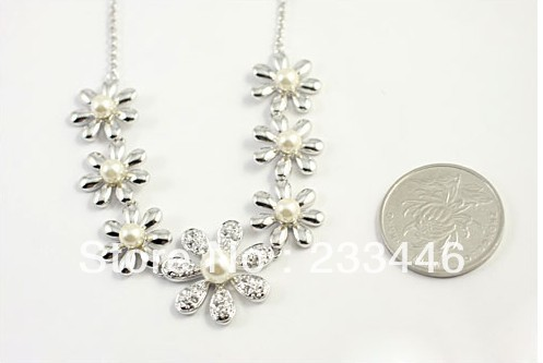 Hot Selling New 2013 Gold Plated Daisy Flowers Of Pearl Necklace Wholesale Jewelry(China (Mainland))