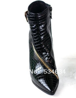 The new 2013 autumn/winter in Europe and the snake leather zipper pointed high-heeled boots naked fine with short boots