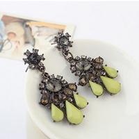 Graceful vintage light green water stud earring for women