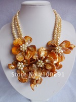 WU-A77/FREE SHIPPING!!! yellow mother of shell and pearl of the necklace&!WHITE AND GREEN COLOR