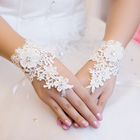 Free Shipping New Luxury Lvory Lace Princess Bridal Gloves Fashion Female Short Design Wedding Dress Gloves Hot Sale