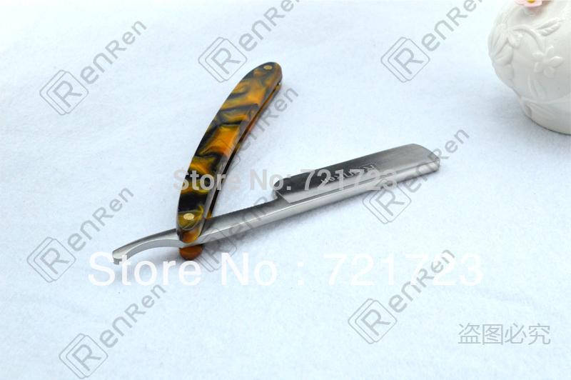человек новой оранжевой акриловой ручкой бритвой