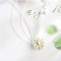 The order of at least $10(mixed order) A215 female cute silver bloom the daisy necklace wholesale free shipping! !