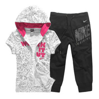 The new short-sleeved hooded sweater pant leisure suit sports suit 2 piece set (hoodies + pant)