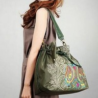 2013 Korean version of the new winter fashion hit color handbag shoulder embroidery Post wild casual tide nylon bag