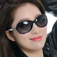 2013 Women polarized sunglasses gradient color fashion sunglasses ultra-light 2058