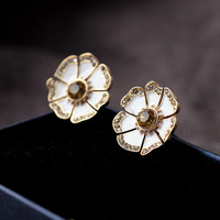 2013  Oil White Flower Stud Earring Design Jewelry Free Shipping (Min Order $20 Can Mix)