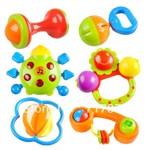 Игрушки погремушки для новорожденных