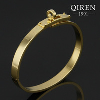 Fashion stainless steel plate yellow gold h bangle bracelets with circle round clasp women bangles QR-370