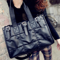 New winter diamond checkered handbags, belts in Europe and America retro decor, fashion trends.High-end design messenger bags