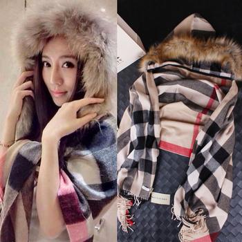 Новый 2015 женщины марка зимняя шерсть плащ пальто леди пальто из искусственного меха с капюшоном воротник плащ бежевый полоса мыс стиль длинные пальто женщин