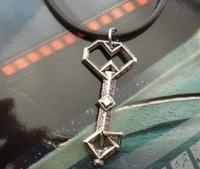 Free Shipping Fashion Lord of the The Hobbit Oak Shield  Treasure Keys Pendant Necklace Necklace Pendant