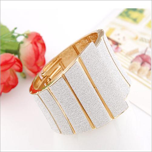 New Listing Stars' Favorite fashion punk Gold Alloy Big bracelets bracelets&bangles .cuff bracelets for women Dress Accessories(China (Mainland))