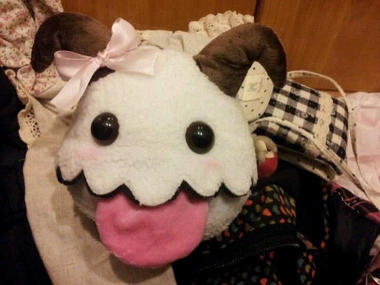 Free shipping 2014 Hot sales! LOL High quality lol Poro Big size 25*20 cm Plush dolls /Toy for children(China (Mainland))