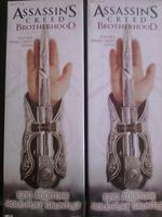 2014 New High Quality 1pcs NECA Assassin's Creed Hidden Blade Brotherhood Ezio Auditore Gauntlet Replica Cosplay Christmas Gift