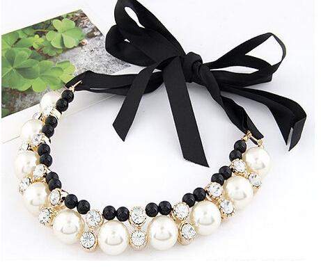 2015 Hi-end Vivi big pearl rhinestone necklace female round lace band short design necklaces & pendants(China (Mainland))