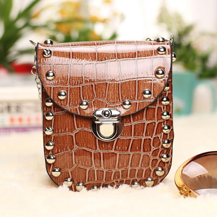 14cm 12 8cm 4cm The new bags of fashion chain rivet mini crocodile pattern Messenger bag