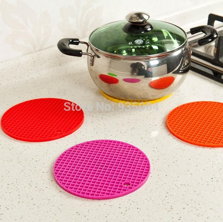 4pcs/ A lot Silicone Pot Holder trivet Mat Non Slip Flexible Durable Heat Resistant Hot Pads Home Decor coasters cup cooking pot(China (Mainland))