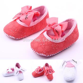 Горячие 2 цветов принцесса ленты кружева обувь детская обувь прекрасные мягкие нижние мелкой детские сандалии девушка с бантом противоскольжения первые ботинки ходока