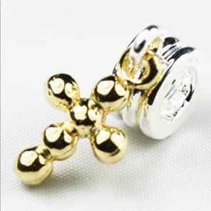 Min order $10 Wholesale&Retail 1Pcs Jewelry 925 Silver Cross Pendant Bead Charm Cross Bead Fit BIAGI Bracelet H541