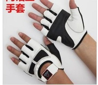 Manufacturers selling fitness gloves/half mittens and strong and handsome movement gloves