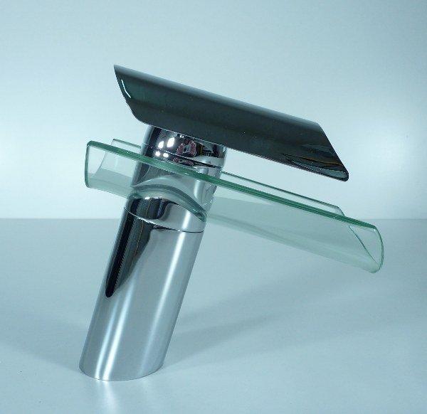 Paroi de verre cascade robinet mont apr s free dans for Robinet mural cascade