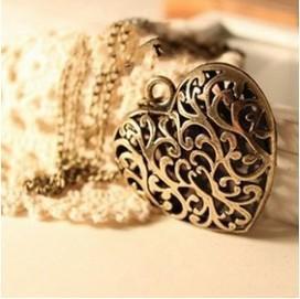 N170 European retro jewelry wholesale long paragraph sweater chain necklace Vintage Pierced heart 600