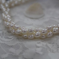 5- 5.5 mm Rice Natural Freshwater Pearl NecklaceThree Root Reverse