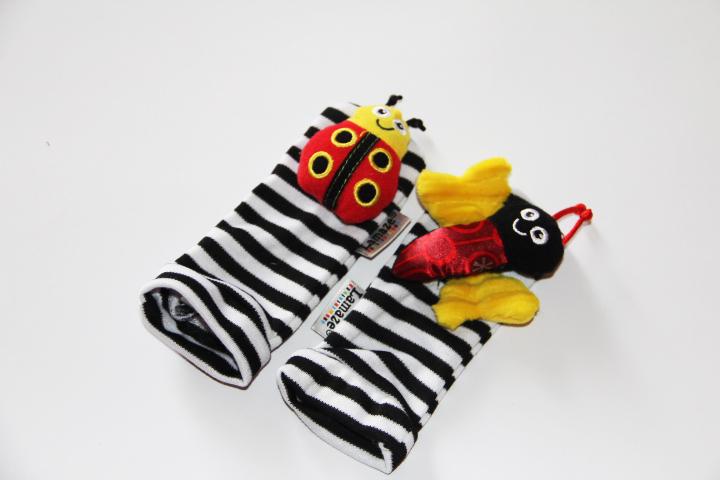 2013 nova grátis frete 4 pçs/lote kid presente wrist rattle pé localizador brinquedo do bebê pulso chocalho + meia pé brinquedos de pelúcia infantil oddler(China (Mainland))