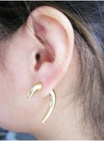Women gold rivet cool punk stud earring
