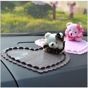 auto supplies bear doll car slip-resistant three-dimensional heart slip-resistant pad mobile phone pad(China (Mainland))