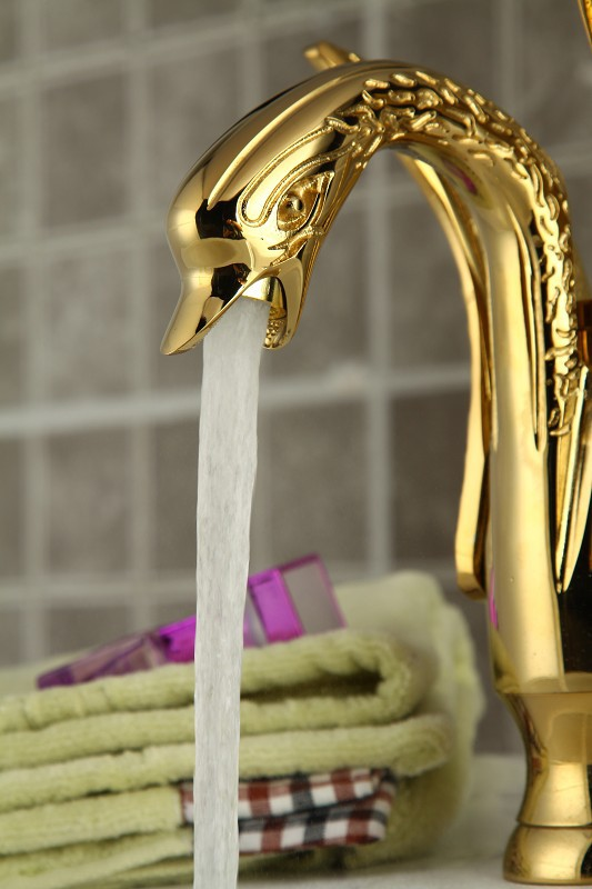 Hot Sale bathroom basin Swan Style Golden Polished chrome Solid Brass Sink Mixer Tap Faucet Free shipping E-8244(China (Mainland))