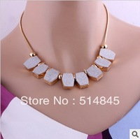 High Quality 2013 newest regular frosted white/black pendant necklace,retro gold short collar clavicle necklace GBN055