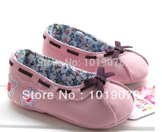 Free shipping 2013 new European fashion brand of high quality export super cute toddler shoes infant shoes, home crawling shoes(China (Mainland))