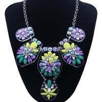Fashion Design Acrylic Flower Pendants Luxurious Choker Statement Necklace for Women