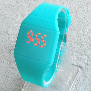 2015 девушки / мальчики из светодиодов цифровые часы ультра-тонкий дизайн желе женщины наручные часы унисекс силиконовый ремешок мода мужчины часы relojes