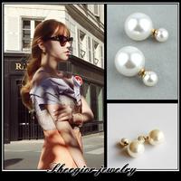 Fashion punk brand 2 pearl stud earrings for women fashion jewelry vintage gold earrings pendants hot selling ear cuffs