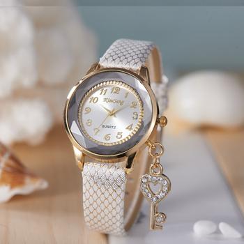 Relogio Feminino Female Fashions Watches women Ladies Wristwatch Famous Brand Quartz Leather Band Bracelet Casual Watch Bright